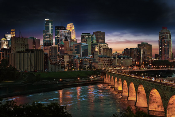 Stone Arch Bridge Minneapolis Skyline CREDIT Photo by Dan Anderson Courtesy of MeetMinneapolis.jpg