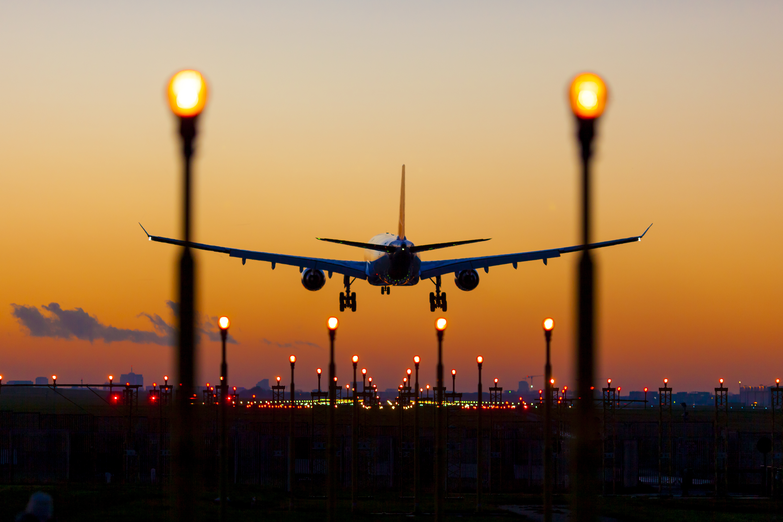 Sunset plane landing2